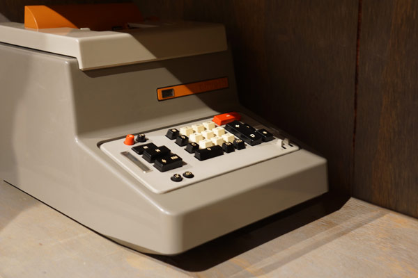 calculator-divisumma-26-by-ettore-sottsass