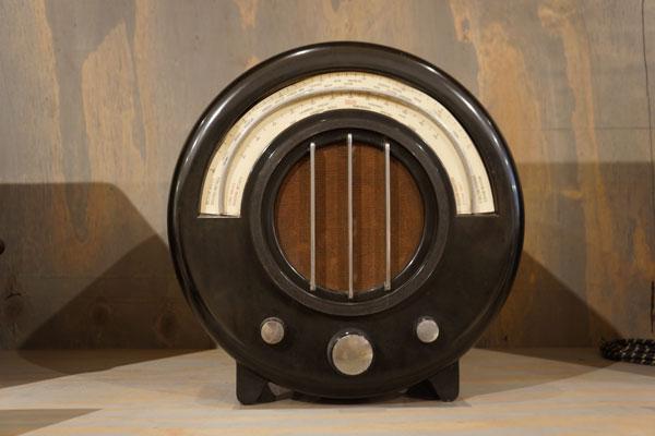 ekca-ac-65-radio-by-weils-coates