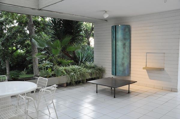 garden-scuplpture-by-vera-ronnen